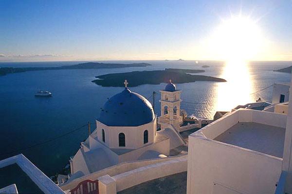 Monument - Circuit Combiné d'îles Paros - Santorin en 8 jours 2*