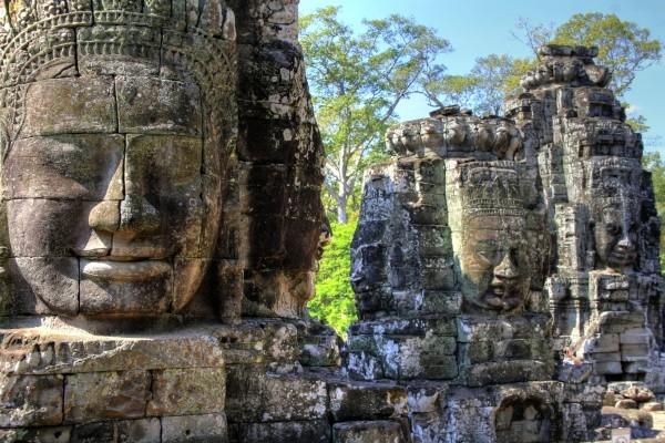 Monument - Circuit Premiers Regards Vietnam Cambodge