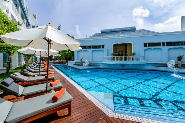 H tel court s jour bangkok et phuket l 39 andaman sea view for Hotel bangkok piscine pas cher