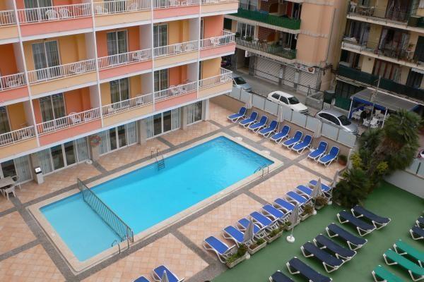 Piscine - Hôtel Calma 3*
