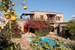 Vacances Tochni, Kavalasos, Pentakomo ou Psematis: Chambre d'hôtes Cyprus Villages + location de voiture