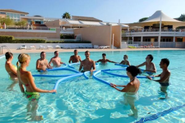 H tel azureva fr jus frejus france provence cote d azur for Club azur magog piscine