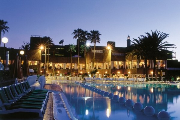 Piscine - Hôtel Riu Palace Oasis 4*