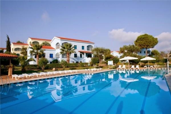 Piscine - Résidence hôtelière Govino Bay 3*