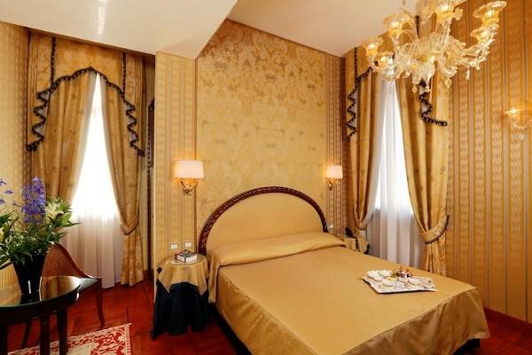 Chambre - Palazzo Stern 4*