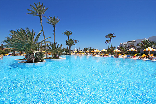 Piscine - Hôtel Holiday Beach 4*