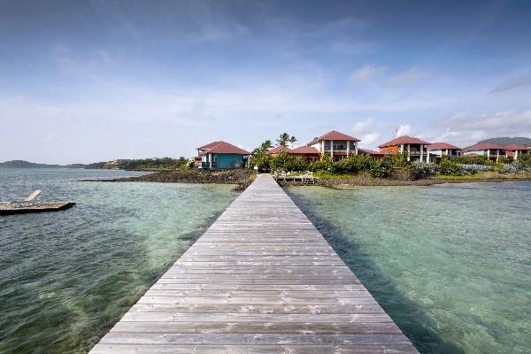 Hôtel Cap Est Lagoon Resort & Spa 4*