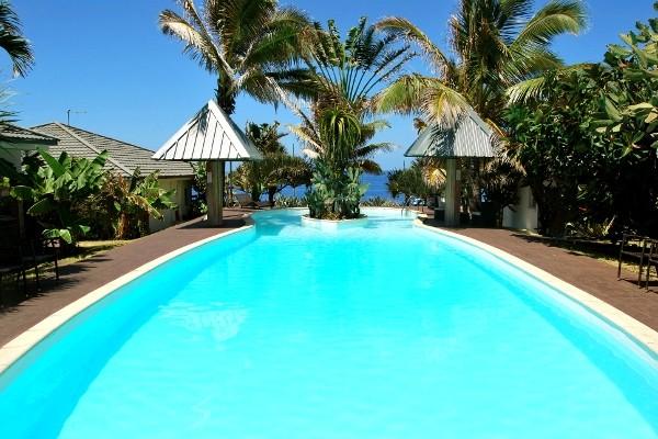 Hotel le victoria 3 sejour ile de la reunion avec voyages for Piscine coubertin clermont