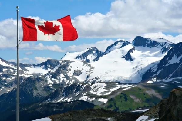 Canadian flag - Fjords De Saguenay - Au coeur de l'hiver