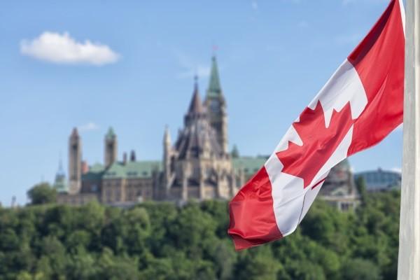 Drapeau Canadien - L'Essentiel de l'Est Canadien