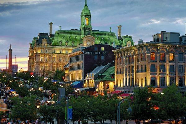 Vieux Montréal - Place Jacques-Cartier