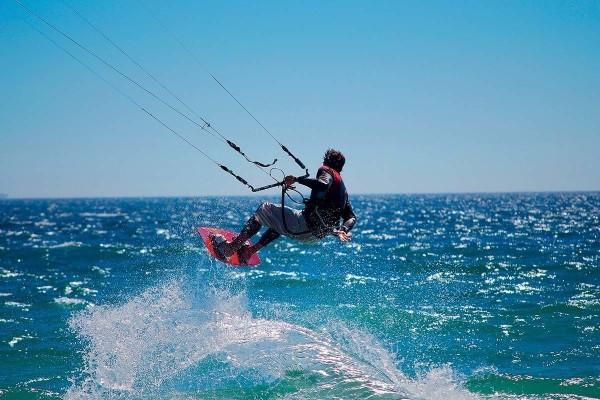 Kite surfeur - Échappée active - Club Héliades Oasis Belorizonte