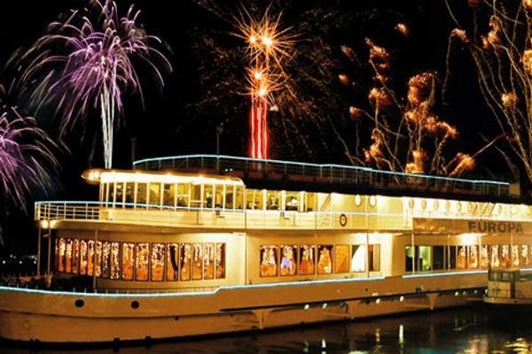 Bateau - Circuit Réveillon à Budapest avec soirée du nouvel an à bord de l'Europa - Hotel Aquincum - Visite et repas inclus 5* Budapest Hongrie