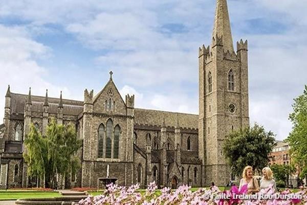 Monument - Hôtel Réveillon à Dublin - soirée du Nouvel An au Merry Ploughboy Irish Music Pub Dublin - Hôtel Mespil 4* Dublin Irlande