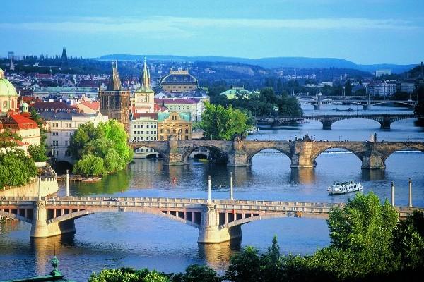 Pont Charles - copyright Fotolia