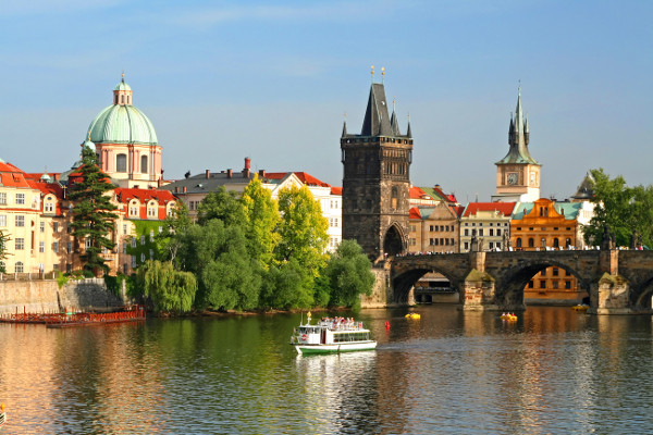 Ponts de Prague- copyright Fotolia