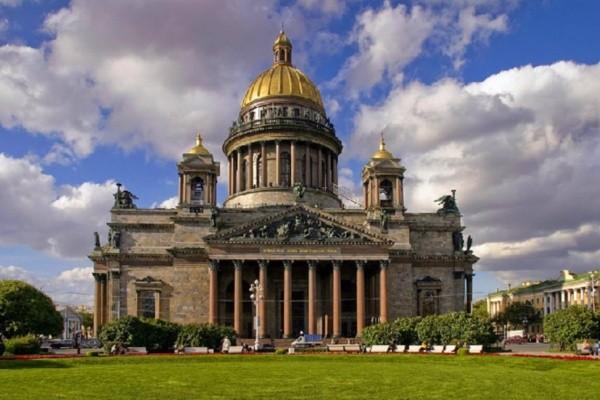 Monument - Circuit Splendeur de Saint Petersbourg et Moscou & extension Anneau d'or 4*