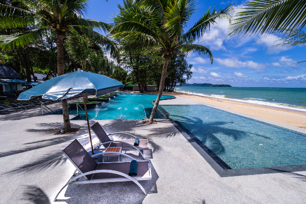 Piscine - Circuit Trésors du Siam et farniente à Khao Lak à l'hôtel Maxi Club Emerald Khao lak Beach Resort & Spa 4* Bangkok Thailande