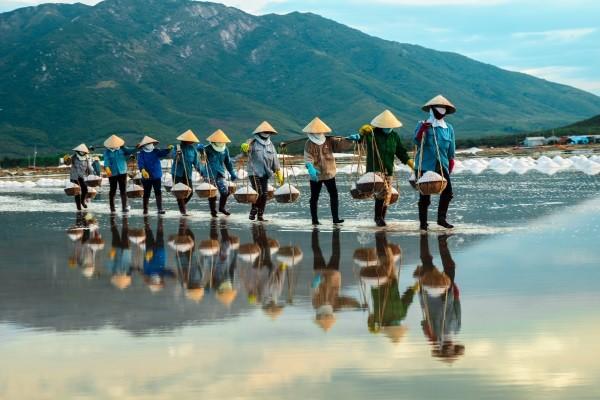 Générique - De la Baie d'Halong aux plages de Phan Thiet