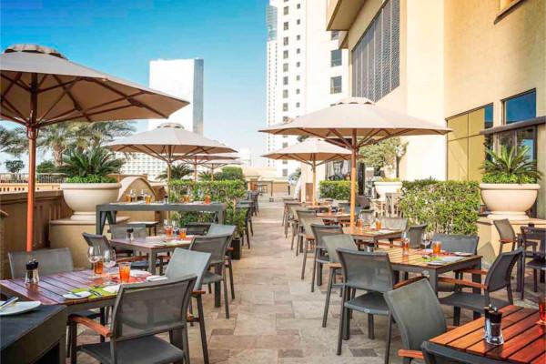 Terrasse - Combiné hôtels 2 Iles : Dubaï + Maldives Sofitel Dubaï Jumeirah Beach 5* + Sun Island Resort & Spa 5* Dubai Dubai et les Emirats