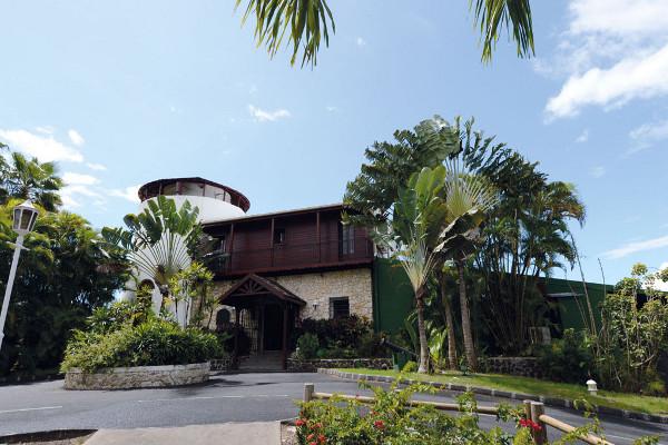 Facade - Combiné hôtels 2 iles : Auberge de la Vieille Tour + Bakoua 4* Pointe A Pitre Guadeloupe
