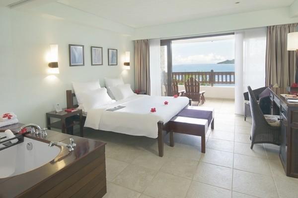 Chambre - Combiné hôtels 2 iles : Mahé et Praslin : Hôtels Le Méridien Fisherman's Cove et Coco de Mer & Black Parrot Suites Mahe Seychelles