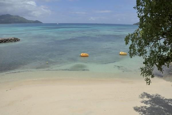 Plage - Combiné hôtels 2 iles : Mahé et Praslin : L'habitation Cerf Island et Palm Beach 3* Mahe Seychelles