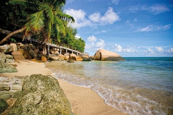 Plage - Combiné hôtels 2 Iles - Mahé et Praslin : Valmer + Coco de Mer & Black Parrot Suites Mahe Seychelles