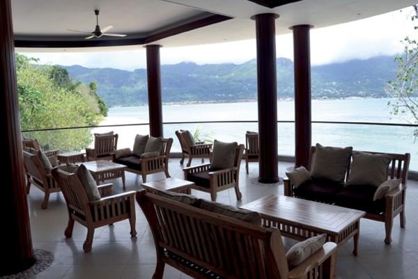 Terrasse - Combiné hôtels 2 iles : Mahé et Praslin : L'habitation Cerf Island et Palm Beach 3* Mahe Seychelles