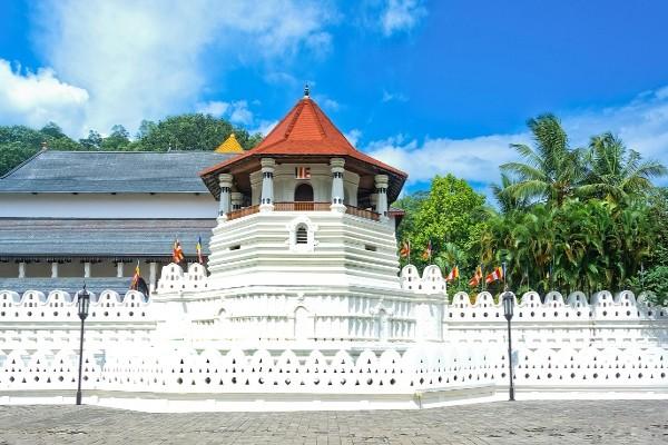Monument - Combiné circuit et hôtel L'Île Merveilleuse 3* & extension à l'hôtel Maalu Maalu Resort 4* Colombo Sri Lanka