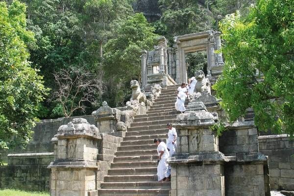 Monument - Combiné circuit et hôtel Découverte du Sri Lanka 4* & 5* extension à l'hôtel The Palms Colombo Sri Lanka