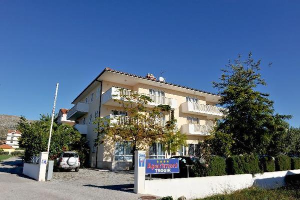 Facade - Apartmani Trogir 4* Split Croatie