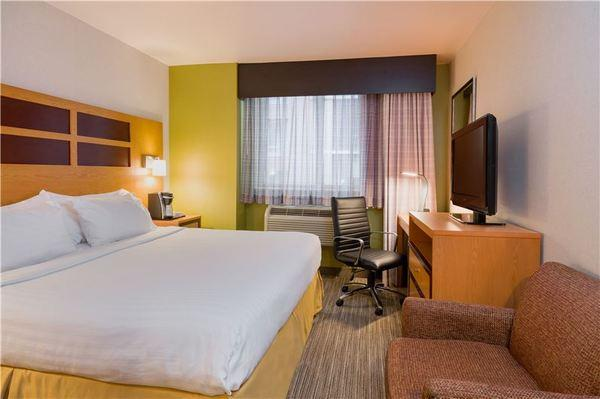 Holiday Inn Express Times Square 3*