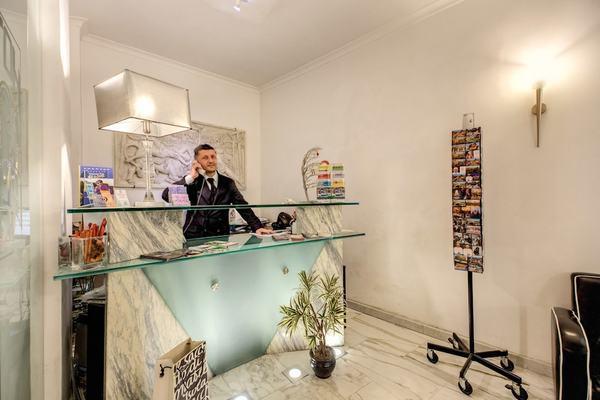 Reception - Le Petit 3* Rome Italie
