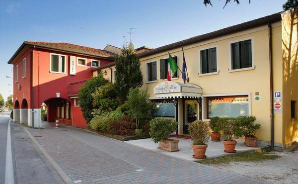 Facade - Antico Moro 3* Venise Italie