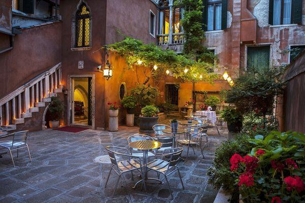 Facade - San Moisè 3* Venise Italie