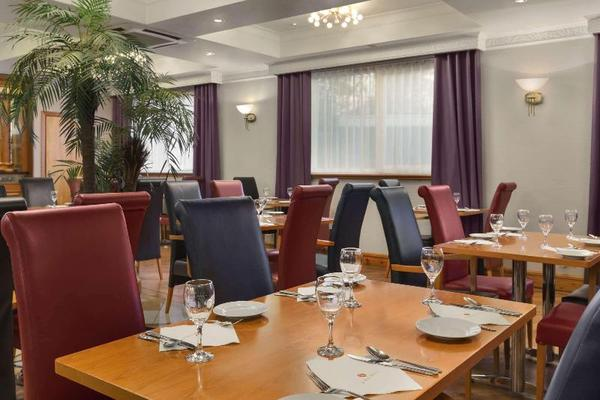 Restaurant - Ramada London South Ruislip 3*