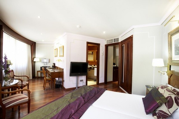 Chambre - Hôtel Plaza Andorra ou Holiday Inn 5* Andorre La Vieille France Andorre