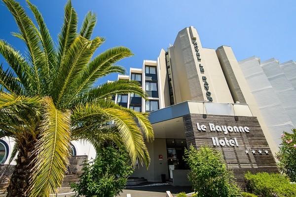 Facade - Hôtel Le Bayonne - Chambre Basic 4* Bayonne France Cote Atlantique