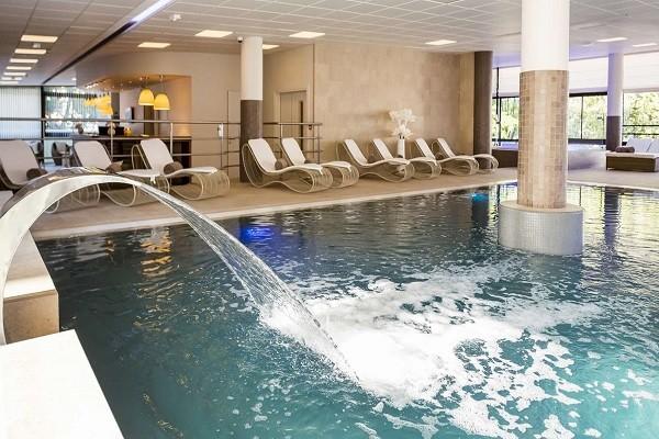 Piscine - Hôtel Golden Tulip Aix les bains - Hotel & Spa 4* Aix Les Bains France Rhone-Alpes