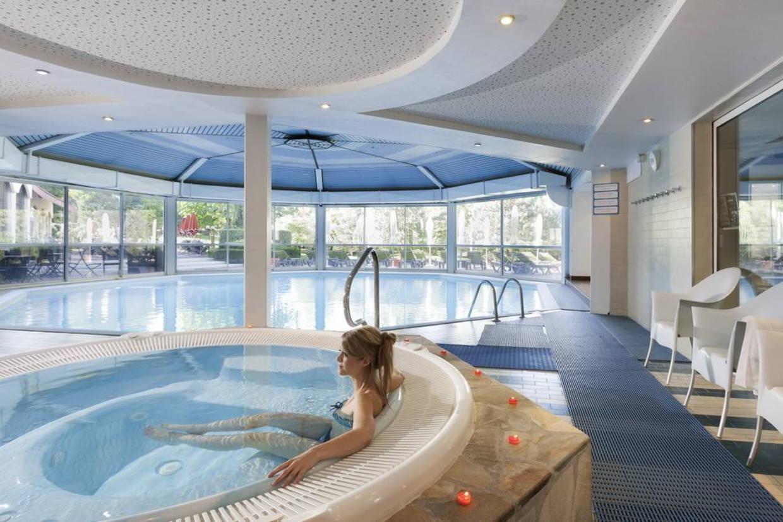 Piscine - Hôtel Mercure Domaine de Marlioz 4* Aix Les Bains France Rhone-Alpes