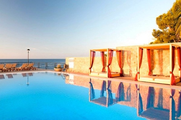 Hotel barcelo illetas albatros adults only 4 toiles for Piscine baleares