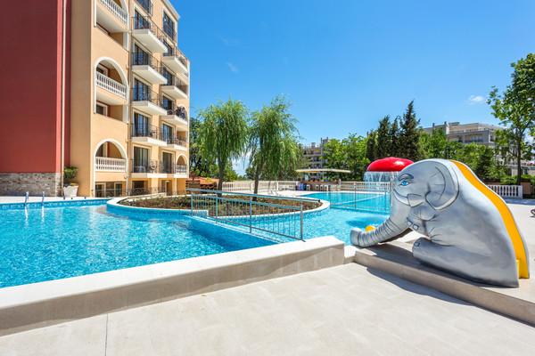 Piscine - Hôtel Festa Via Pontica 4* Varna Bulgarie