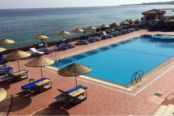 Piscine - Hôtel Manolya 3* Ercan Chypre