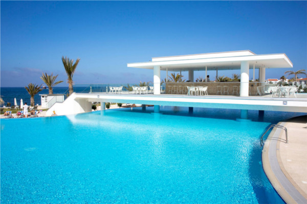 Piscine - Hôtel King Evelthon Beach & Resort 5* Larnaca Chypre