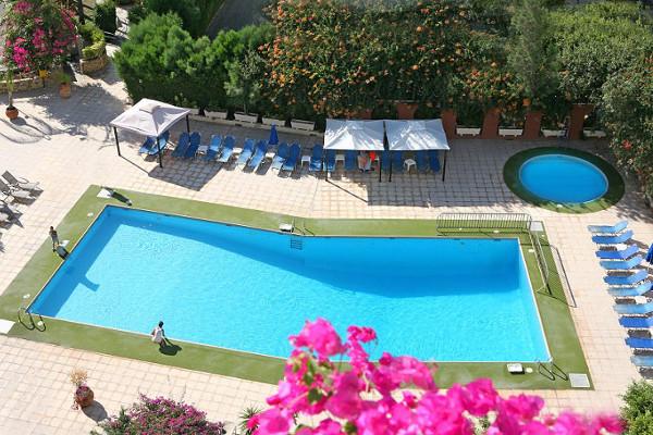Piscine - Hôtel Navarria 3*