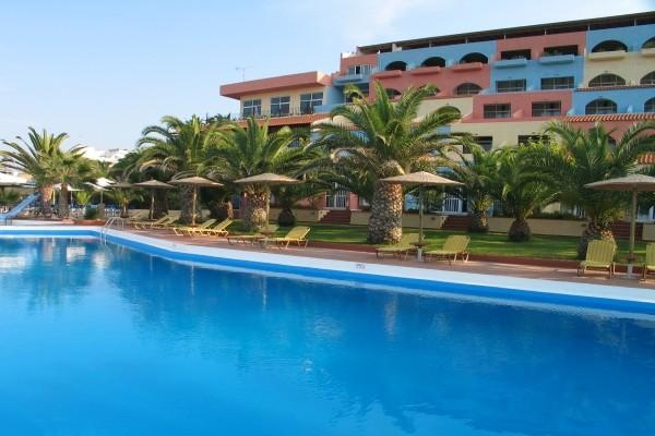 Piscine et logements - Europa Resort