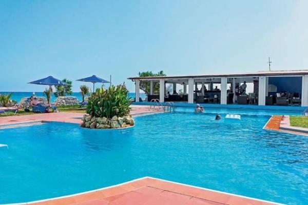 Piscine - Hôtel Mari Beach 3*