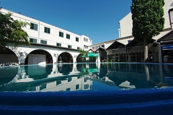 Piscine - Hôtel Borovnik 3*