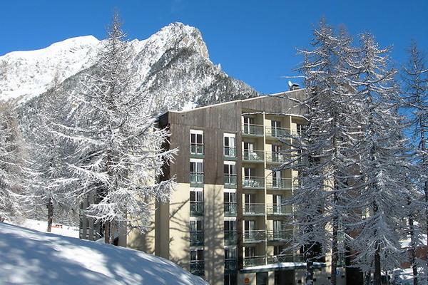 Facade - Village club de Montgenèvre + forfait et matériel de ski